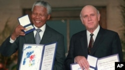 South African Deputy President F.W. de Klerk, and South African President Nelson Mandela pose with their Nobel Peace Prize Gold Medal and Diploma, in Oslo, on December 10, 1993. (AP)