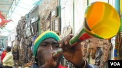 Las vuvuzelas vienen en diferentes tamaños y colores. Su precio es de aproximadamente dos o tres dólares.