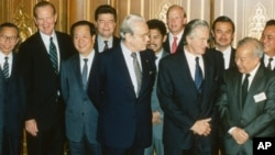 Foreign ministers attending the Paris Peace Conference on Cambodia pose prior to the meeting, Oct. 23, 1991. Front row L-R: United Nations Secretary General Javier Perez de Cuellar, Roland Dumas of France, Cambodia's Prince Norodom Sihanouk, back row L-R: unidentified, U.S. Secretary of State James Baker, Qian Qichen of China, Soviet Union's Boris Pankin, Burnei's Prince Mohamed Bolkiah, Great Britain's Lord Caithness, unidentified, Thailand's Asa Sarasin. (AP Photo)