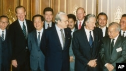 FILE PHOTO - Foreign ministers attending the Paris Peace Conference on Cambodia pose prior to the meeting, Oct. 23, 1991.