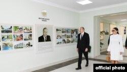 İlham Əliyev yeni yaşayış kompleksinin açılışında