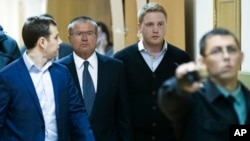 Russia Minister Detained: Russian Economic Development minister Alexei Ulyukayev, second left, is escorted to a court room in Moscow, Russia, Tuesday, Nov. 15, 2016.