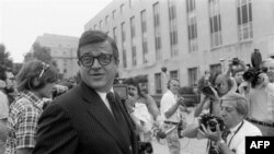 Чарльз Колсон у входа в здание суда в Вашингтоне, 21 июля 1974 года