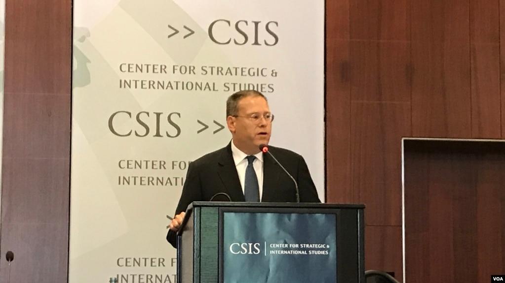 美國駐港澳總領事唐偉康2017年6月13日在華盛頓智庫戰略與國際研究中心就香港回歸20週年發表主題演講。 (美國之音林楓拍攝)