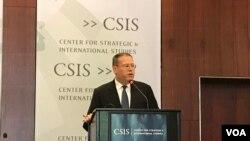 美国驻港澳总领事唐伟康2017年6月13日在华盛顿智库战略与国际研究中心就香港回归20周年发表主题演讲。(美国之音林枫拍摄)