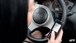 Slanje poruka tokom vožnje uzrok je velikog broja nesreća