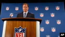 El comisionado de la NFL, Roger Goodell, ha pedido la aprobación de un arreglo con los jugadores por las conmociones cerebrales.