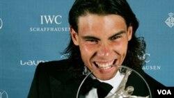 La alegría de Rafael Nadal, celebrando la obtención del premio de la Academia Laureus del Deporte, como mejor deportista masculino en 2010.