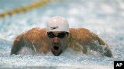 Michael Phelps, perenang AS peraih rekor 14 medali emas Olimpiade, akan tampil kembali memperkuat tim AS di Olimpiade London, Juli 2012.