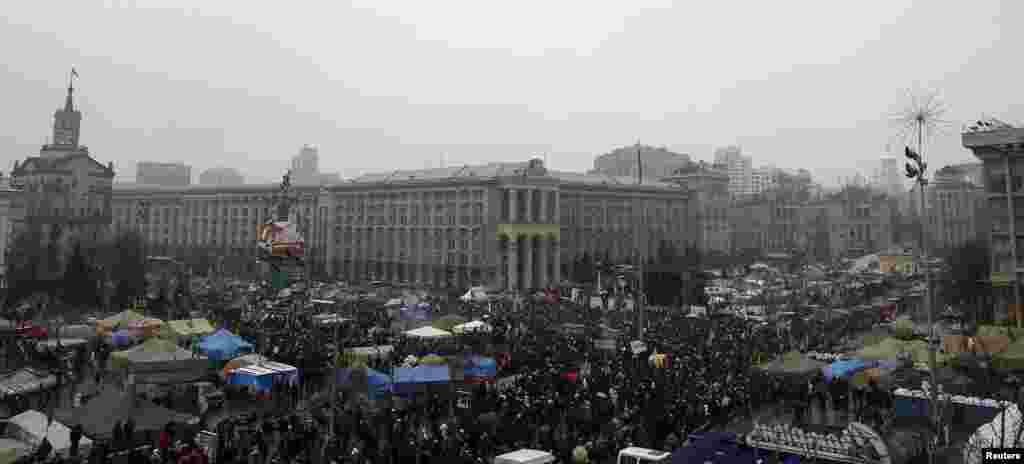 Protesters attend an anti-government rally in Kyiv, Feb. 9, 2014.