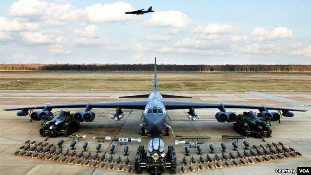 ເຮືອບິນຖີ້ມລະເບີດ   B-52 ໄດ້ຝຶກຊ້ອມ ການຖີ້ມລະເບີດ ໃສ່ເປົ້າໝາຍຕ່າງໆ ໃນເກົາຫລີໃຕ້ ໃນວັນອັງຄານວານນີ້.