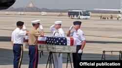 ျဖစ္ႏုိင္ေျခရွိတဲ့ အေမရိကန္တပ္ဖြဲ႔ဝင္ ႐ုပ္ႂကြင္းေတြကို အေမရိကန္သို႔ ပို႔ေဆာင္တဲ့ အခမ္းအနား (သတင္းဓာတ္ပံု - Rangoon, US embassy)