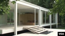 美國中西部伊利諾伊州的范斯沃斯住宅是美國最有標誌性的居所之一。(視頻截圖)