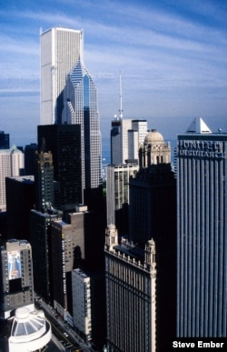 A rooftop view from Marina City toward Lake Michigan. The taller building is the Aon Center; to its right, Two Prudential Plaza. (Photo by Steve Ember)