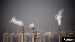 Meningkatnya gas rumah kaca dan penipisan lapisan ozon, mempengaruhi pola sirkulasi di atmosfer serta mendorong badai ke arah kutub (foto: ilustrasi).