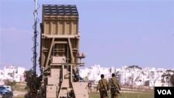 "Sistem pertahanan anti-roket Israel ""Iron Dome"" mendapat bantuan Amerika. Obama menambah bantuan 70 juta dolar untuk sistem pertahanan anti misil ini."