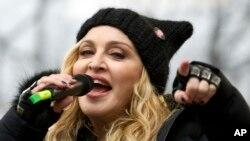 Madonna y el cantante colombiano Maluma darán vida a su nueva colaboración cuando actúen en los Billboard Music Awards del próximo mes.