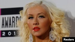 Christina Aguilera arrives at the 41st American Music Awards in Los Angeles, California, Nov. 24, 2013.