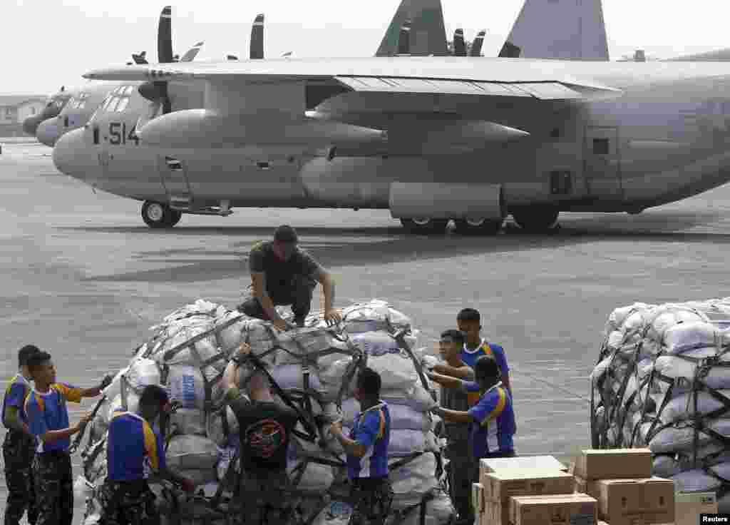Philippine and U.S. military personnel prepare to load relief goods on a U.S. C-130 plane for victims of Typhoon Haiyan, Villamor Air Base, Nov. 11, 2013.
