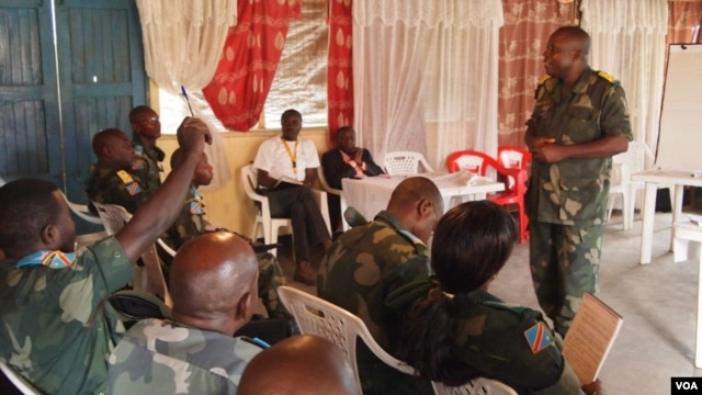 A colonel in the Congolese army lectures officers on the rules of war and respecting human rights, Bunia, eastern Congo, June 2012  (Nick Long/VOA).