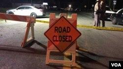 被警方封鎖的德州薩瑟蘭泉第一浸信會教堂槍擊慘案的現場。(2017年11月6日凌晨)