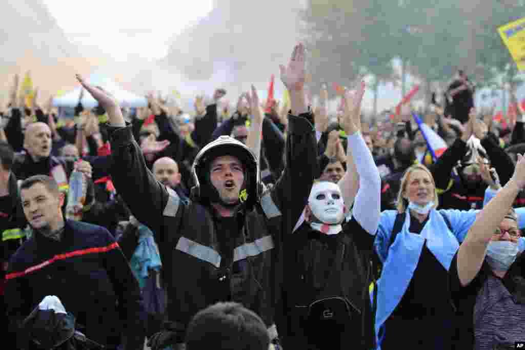 شهر پاریس روز سه شنبه شاهد تظاهرات ماموران آتش نشانی و کارکنان بیمارستان ها بود. آنها به کم بودن حقوق و مزایای بازنشستگیشان معترض هستند.