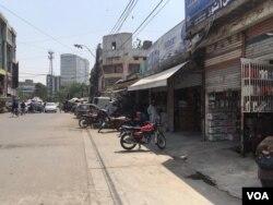 لاہور میں بھی محدود پیمانے پر کاروباری سرگرمیاں شروع ہو گئی ہیں۔