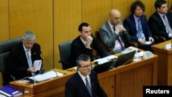 Thủ tướng Croatia Tihomir Oreskovic (giữa) tìm kiếm sự đồng thuận cho chính phủ của ông tại quốc hội, Zagreb, Croatia, ngày 22 tháng 1 năm 2016.