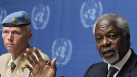 Joint Special Envoy of the United Nations and the Arab League for Syria Kofi Annan (R) gestures next to Major-General Robert Mood, head of the UN Supervision Mission in Syria during a news conference at the UN European headquarters in Geneva, June 22, 201