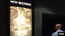 지난달 23일 미국 버지니아 주 페어펙스 시 '레이브페어펙스 코너 14' 극장에서 영화 '연평해전'이 상영되고 있다.