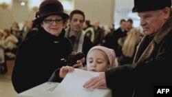 Идет голосование на президентских выборах . Москва. 4 марта 2012 г.