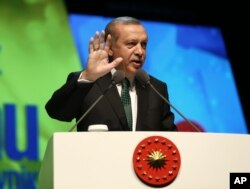 "During an address his supporters in Istanbul on May 8, 2016, Turkey's President Recep Tayyip Erdogan has kept up his rebuke of European nations, accusing them of ""dictatorship"" and ""cruelty"" for keeping their frontiers closed to migrants and refugees fleeing the Syrian conflict."