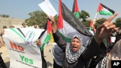 A Palestinian woman shouts slogans during a rally in support of President Mahmoud Abbas' bid for statehood recognition at the United Nations, in Gaza City September 22, 2011.