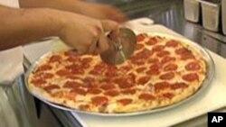 Tư Liệu - Hãng Pizza Domino đang thử nghiệm giao bánh bằng máy bay không người lái tại New Zealand.