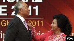 Perdana Menteri Malaysia, Najib Razak dan ibu negara Rosmah Mansor (foto: dok).