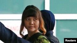 Đoàn Thị Hương, một trong 2 phụ nữ đang bị xét xử trong vụ ám sát ông Kim Jong Nam, anh cùng cha khác mẹ của lãnh tụ Bắc Hàn. REUTERS/Lai Seng Sin