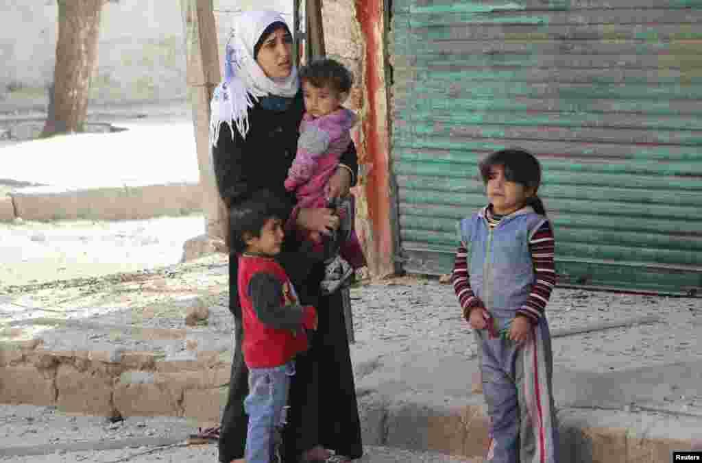 رپورٹ میں کہا گیا کہ دس لاکھ بچے شام کے بعض علاقوں میں محصور ہیں جن تک امدادی اداروں کی پہنچ انتہائی مشکل ہے۔