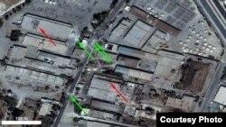 지난달 23일 시리아 알레포 도심에서 정부군의 공격 흔적이 찍힌 위성사진. 적색 화살표는 건물 옥상의 불탄 자리. 녹색 화살표는 폭발 흔적.