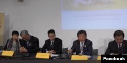 台灣衛生福利部部長陳時中(右2)在日內瓦國際記者會上發言(台灣衛生福利部官方臉書)