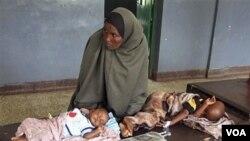 Timoun ki nan malnitrisyon ki soti nan sid somali nan yon lopital Bandar, Mogadishu