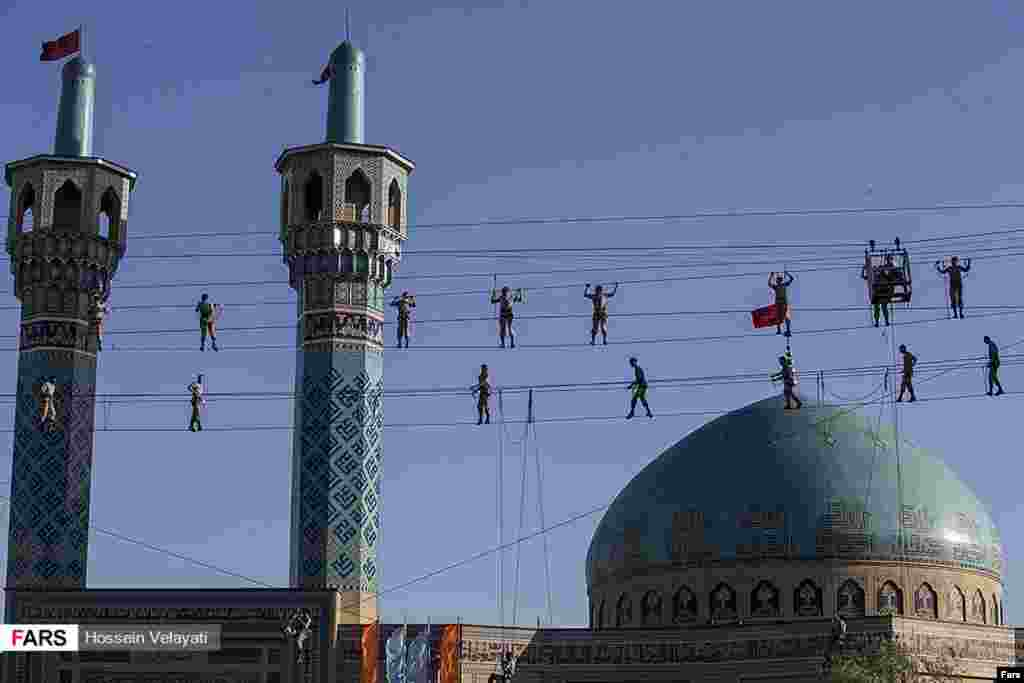 یک مانور نظامی نیروی زمینی ارتش ایران عکس: حسین ولایتی