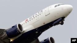 22일 미국 디트로이트 공항에서 이륙하는 델타항공 여객기. 미국 항공사들이 안전상의 이유로 이스라엘 텔아비브 국제공항으로 향하는 여객기들의 운항을 전면 중단했다.