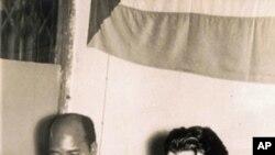 Eduardo Momdlane com Che Guevara, numa reunião em Dar-es-Salaam