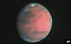 Barcha sayyoralardan insoniyatni aynan Mars qiziqtirib keladi. Xabble teleskopi yordamida olingan surat.