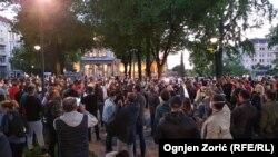 Antivladin skup ispred zgrade Predsedništva Srbije u Beogradu, 7. maja 2020. (Foto: Radio Slobodna Evropa)