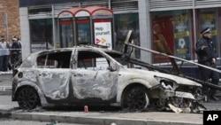 پُر تشدد مظاہرے اور فسادات لندن کے دیگر علاقوں میں بھی پھیل گئے