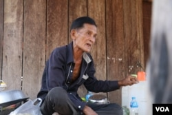 Chhat Ib, 63, a former Khmer Rouge soldier, who currently lives in Anlong Veng, the last Khmer Rouge stronghold, January 5, 2019. (Sun Narin/VOA Khmer)