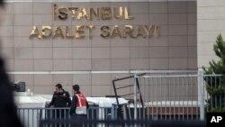 Pengadilan di Istanbul, Turki di mana 11 orang aktivis HAM mulai diadili Selasa (24/10).