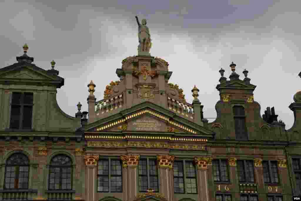 بروکسل در آستانه نشست کشورهای عضو سران ناتو - میدان «گراند پالاس» یکی از جاذبه های مهم گردشگری شهر بروکسل است.