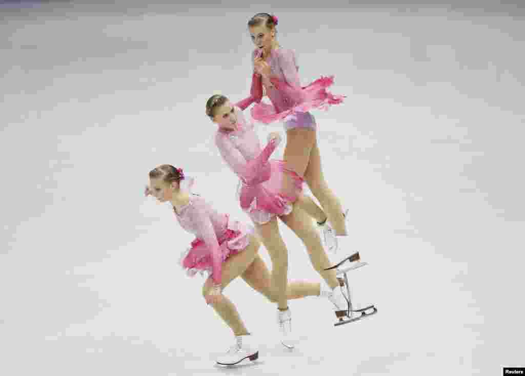 Polina Edmunds นักสเก็ตน้ำแข็งลีลาชาวอเมริกันแสดงลีลาการหมุนตัวในระหว่างการแข่งขันสเก็ตลีลา ประเภทหญิงเดี่ยว ที่งานแข่งขันชิงแชมป์ ISU Four Continents Figure Skating Championships กรุงโซล ประเทศเกาหลีใต้